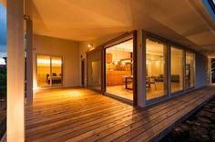 大きな一枚屋根の下で: エヌ スケッチが手掛けたベランダです。 Japan Interior, Home Interior Design, Asian Architecture, Interior Architecture, Modern Japanese Interior, Sims House, House Rooms, My Dream Home, Beautiful Homes