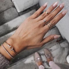 Minimal rings and bracelets