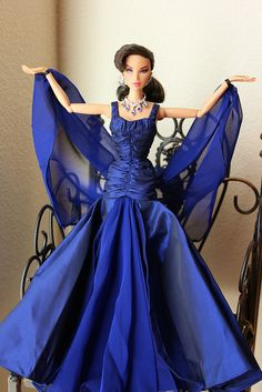 Queen  of  Sapphire  FR  Rising  Sun  Kyori  is  modeling  a  gown  from  the  Quenn  of Sapphire  2000  barbie.  Its  the  2nd  series  from  the  Royal Jewels  Collection  by  Carter  Bryant.