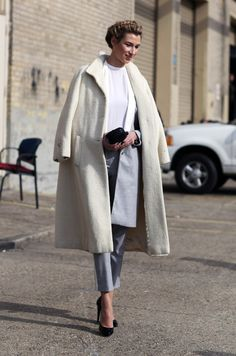 Gosh, do I ADORE a big white coat - reminds me of Grace Kelley and her amazing style.