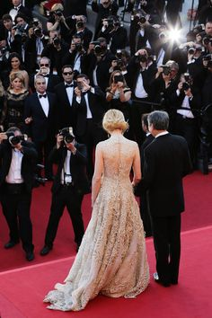Nicole Kidman wearing a backless Valentino Couture at Cannes red carpet 2013.