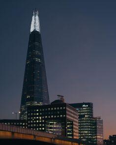 ストーリーの方はIPhone でこちらはカメラで カメラの方は望遠レンズだったので3枚上下に繋げてのパノラマ撮影 違いがわからない Instagram storys photo was made by iPhone and this photo is made by 3 photos panorama from my camera.  Cant tell differences #shardlights #shard #london #ロンドン #イギリス