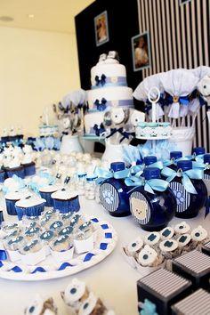 Chá de fralda azul e branco com tema de ursos   http://casamenteiras.com.br/2014/07/17/cha-de-fralda-azul-e-branco-com-tema-de-ursos/