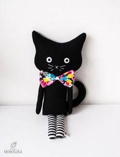 Przytulanka Kot Wiosenna Panna (sprzedawca: Pracownia Moroszka), do kupienia w DecoBazaar.com