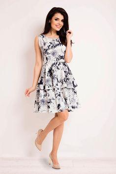 Rochii vaporoase de zi, rochii de vara deosebite sute de modele! Bleu Marine, Summer Dresses, Floral, Fashion, Day Dresses, Color Blue, Moda, Summer Sundresses, Fashion Styles