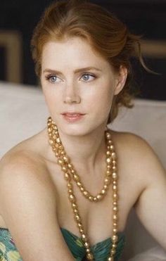 Amy Adams with her freckles showing.