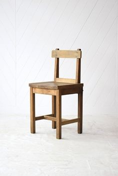 Transforming Chair Fine Furniture, Wooden Furniture, Furniture Design, Furniture Ideas, Chair Design Wooden, Rough Wood, Vintage Chairs, Cabin Homes, Woodworking