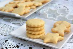 Galletas de mantequilla clásicas. Receta para cocinar con niños unas galletas muy crujientes y deliciosas. Con un suave sabor a limón que gusta a todos.