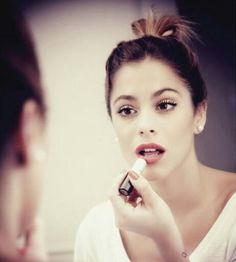 omg she is so pretty Martini, Violetta Live, Netflix Kids, Celebrity Singers, Disney Channel Shows, Idole, Disney Stars, Sofia Carson, She Song
