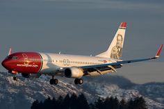 "Norwegian Air Shuttle Boeing 737-86N LN-NOG ""Henrik Ibsen"" on final approach to Bergen-Flesland, January 2010. (Photo via Flickr: Kristoffer Rivedal)"