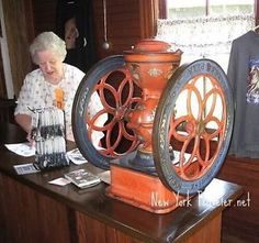 Recherche vieux moulin à cafe Laurentides Québec image 1