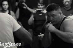 Внутри бойцовского клуба https://mensby.com/video/entertainment/6990-inside-the-fight-club  Известный боксер тяжеловес Бобби Ганн ставит рекорд по количеству побед в бойцовском клубе. Заглянем внутрь реального клуба, где бойцы дерутся между собой в стиле Чака Паланика и бойцовского клуба.