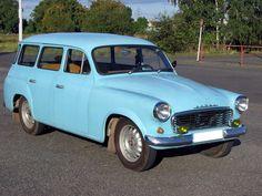 V roce 1961 se v pobočném závodě AZNP ve Vrchlabí začalo vyrábět kombi Škoda 1202 Spartacus, Car Makes, Side Door, Station Wagon, Car Car, Tudor, Old Cars, Cars And Motorcycles, Vintage Cars