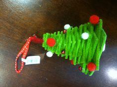 Maybe insert some red/white layers as tinsel? Trash Bag, Felt Diy, Felt Crafts, Felt Christmas Ornaments, Christmas Ideas, Christmas Inspiration, Xmas Tree, Holiday Crafts