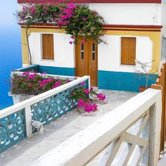 Back for the best period to be in Karpathos! Mini Homes, Karpathos, Beach Homes, Santorini Greece, Small Houses, Greek Islands, Dream Houses, Period, Heaven
