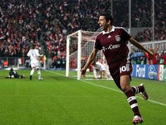 Makaay after scoring the fastest goal in Champions League History! 10 sec #FCBayern #CL