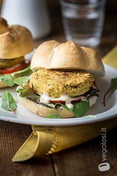hamburger di ceci senza uova Recipe R, Kiss The Cook, Calamari, Foods With Gluten, Vegan Recipes, Vegan Food, Salmon Burgers, Buffet, Sandwiches