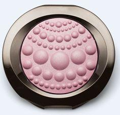 Descubre los Polvos Sheer Dimensions™ Mary Kay® en el tono Perlas (Pearls). Un rosa pálido, deslumbrante. ¡Ideal para iluminar las zonas oscuras de tu rostro!