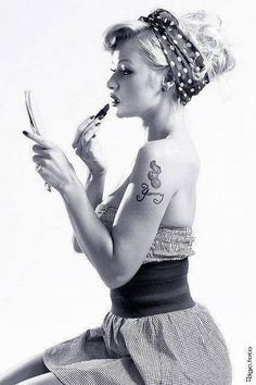 modern pinup poses that inspire me. trying a variation of this for anitraphotography.com!