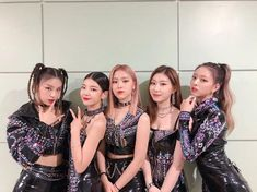 612 images about [LUΠΔΓ] ○ group pic [ ] on We Heart It Kpop Girl Groups, Korean Girl Groups, Kpop Girls, Bridesmaid Dresses, Prom Dresses, Wedding Dresses, Programa Musical, Stage Outfits, Kpop Outfits
