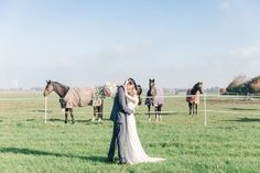 Bride and groom with horses | CHYMO & MORE Photography