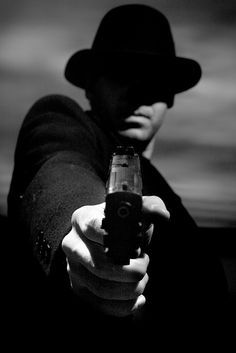 This image has used a film noir style by using black and white and casting shadows over the figures face as well as using a detective or gangster theme like most film noir films. Mafia, Film Noir Fotografie, Detective, Film Noir Photography, Style Noir, Monochrom, Chiaroscuro, Light And Shadow, Cinematography