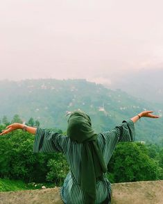 Image may contain: one or more people, people standing, sky, mountain, outdoor and nature standing Niqab Fashion, Modern Hijab Fashion, Hijabi Girl, Girl Hijab, Hijab Outfit, Hijab Hipster, Hijab Dpz, Hijab Cartoon, Muslim Beauty