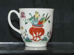 Very rare porcelain coffee cup in famillie rose pattern by Worcester, England c. 1768