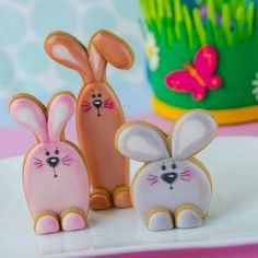 You can find the cookie cutter set for these cute 3D bunny cookies in our shop now!