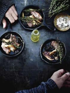 eendenborst met pruimen Dark Food Photography, Flat Lay Photography, Hannibal Food, Hipster Food, Kitchen Witchery, Food Concept, Food Styling, Food Art, Good Food