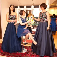 Ballmode in marine und nachtblau Bridesmaid Dresses, Wedding Dresses, Fashion, La Mode, Occasion Dresses, Nice Asses, Bride Maid Dresses, Bride Gowns, Wedding Gowns