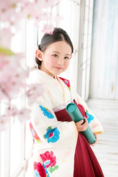 卒業 撮影 袴 着物 Geisha, Cute Kids Photography, Yukata Kimono, Japanese Costume, Asian Kids, Cute Poses, Japanese Outfits, Child Models, Costumes For Women