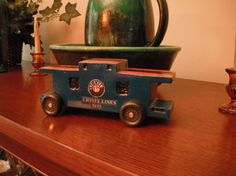 This pinewood derby car was inspired by a caboose!