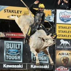 Jess Lockwood (@jesslockwood2) | Twitter Riding Cowgirl, Bull Riding, Cowboy And Cowgirl, Jess Lockwood, Country Backgrounds, Rodeo Events, Professional Bull Riders, Bucking Bulls, Trick Riding