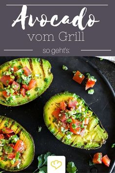 Grillen, füllen, Löffel rein – gegrillte Avocado mit Tomatensalsa Grilling, filling, spoons in – grilled avocado with tomato salsa Grilling Recipes, Beef Recipes, Vegetarian Recipes, Healthy Recipes, Easy Recipes, Barbecue Recipes, Cooking Recipes, Spicy Salsa, Salsa Picante