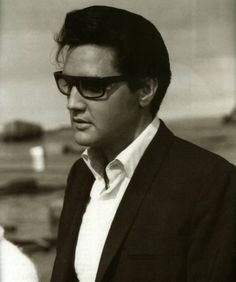 Elvis Presley - I think this is one of the better pictures I've seen... Lordie mercy that man was HANDSOME!
