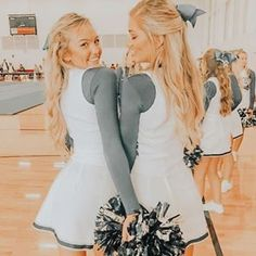 Awesome college Halloween Costumes for Girls Cheer Team Pictures, Cute Friend Pictures, Best Friend Pictures, Bff Pics, Friend Pics, Cheer Picture Poses, Cheer Poses, Picture Ideas, Tumblr Bff