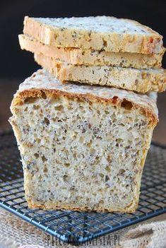 Chleb pszenno - zytni na zakwasie z ziarnami Bread Bun, Pan Bread, Good Food, Yummy Food, Bread Recipes, Food To Make, Food And Drink, Dishes, Baking