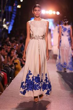 As all of my readers know, I am obsessed with Indian fashion as well as having impeccable taste, myself! Other than Christmas season, my o...