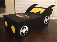 Batman Day Box - Batman Valentine's Day Box – homemade Valentine box for school Superhero Box - Unique Valentine Box Ideas, Homemade Valentine Boxes, Valentines Card Holder, Valentine Boxes For School, Puppy Valentines, Valentines For Boys, Batman Valentine, Diy Valentine's Box, Saint Valentin Diy