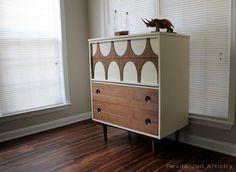 Dresser au milieu du siècle haut par RevitalizedArtistry sur Etsy, $825.00