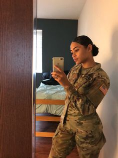 Serving looks and this country, gone girl witcho fine self! Pretty Woman, Pretty Girls, Beast Mode, Military Girl, Military Jacket, Military Bun, Joining The Military, Female Soldier, Female Marines
