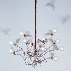 The Ingo Maurer Birdie pendant lamp is a chandelier of a special kind. This lamp is offered in different versions. Home Lighting, Modern Lighting, Pendant Lighting, Pendant Lamps, Ceiling Pendant, Pendants, Chandelier Design, Modern Chandelier, Lamp Design