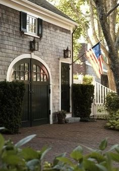 Garage for French house Sweet Southern Charm ⚓. Paint garage doors & exterior patio french doors black with white trim! Interior Exterior, Exterior Paint, Exterior Design, Exterior Colors, Garage Exterior, Garage Entry, Exterior Shutters, Barn Garage, Grey Exterior