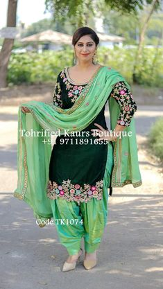 Salwar Suit Neck Designs, Kurta Neck Design, Neck Designs For Suits, Kurta Designs Women, Embroidery Suits Punjabi, Embroidery Suits Design, Embroidery Fashion, Embroidery Designs, Indian Gowns Dresses