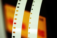 Normal 8 Film (links) versus Super 8 Film (rechts)