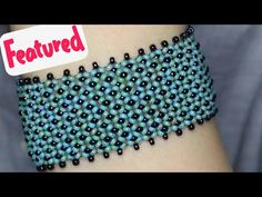 Women's Large lapel Petal Collars Wrap Sleeves Wool by zeniche - rebecca Beaded Braclets, Beaded Bracelet Patterns, Beading Patterns, Bead Jewellery, Beaded Jewelry, Chenille Crafts, Bracelet Crafts, Bracelet Tutorial, Beading Tutorials