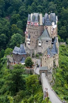 Burg Eltz / Eltz Castle Germany near Wierschem in Rheinland-Pfalz - photo by Bert 2008-08 via flickr 2840763278