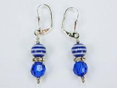 Ohrringe mit blauen Perlen an silberfarbenen von ArtJewelryFun