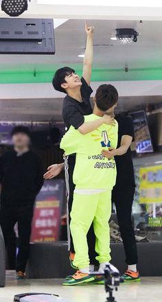 Haha they're so cute Chanwoo Ikon, Kim Hanbin, Justin Timberlake, Yg Entertainment, Stan Love, Ikon Debut, Jay Song, Victory Pose, Kdrama Memes